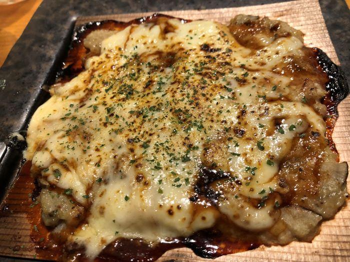 鶏つくねのチーズ杉板焼き