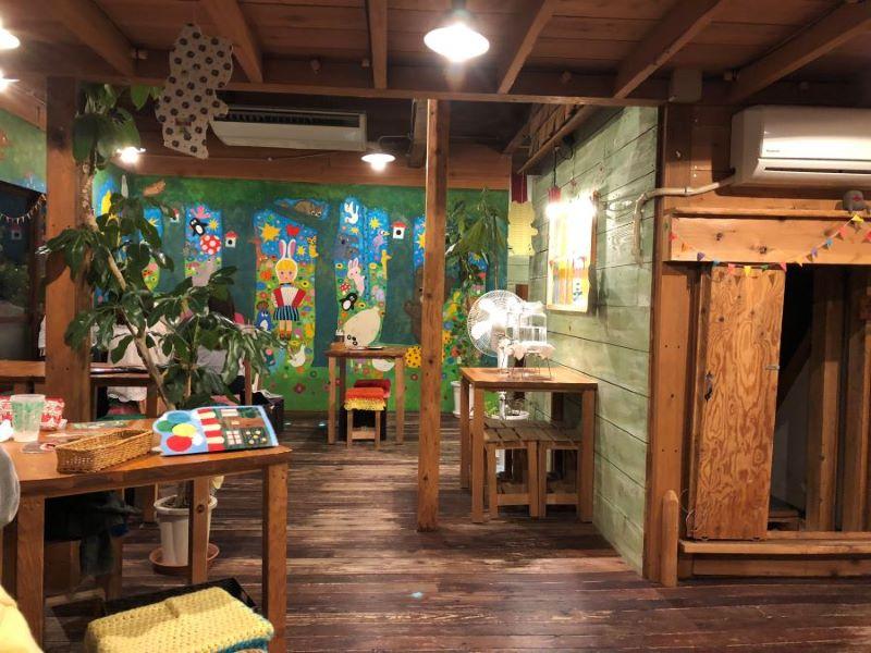 ハティフナット吉祥寺店の内観「まるで絵本の中」
