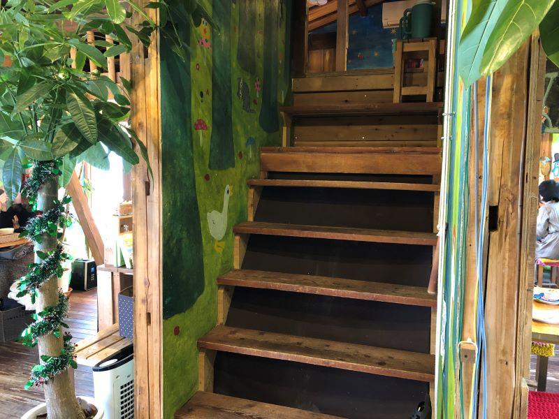 ハティフナット吉祥寺店のロフト階段