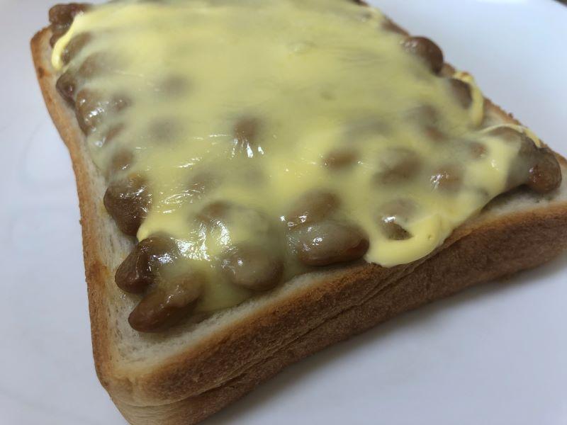 納豆と食パンを使った朝の簡単ズボラ飯