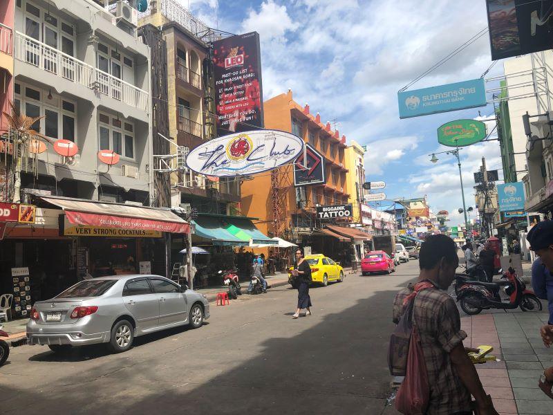 タイのカオサン通り