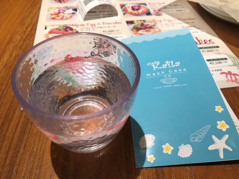 カイラカフェ渋谷店の水