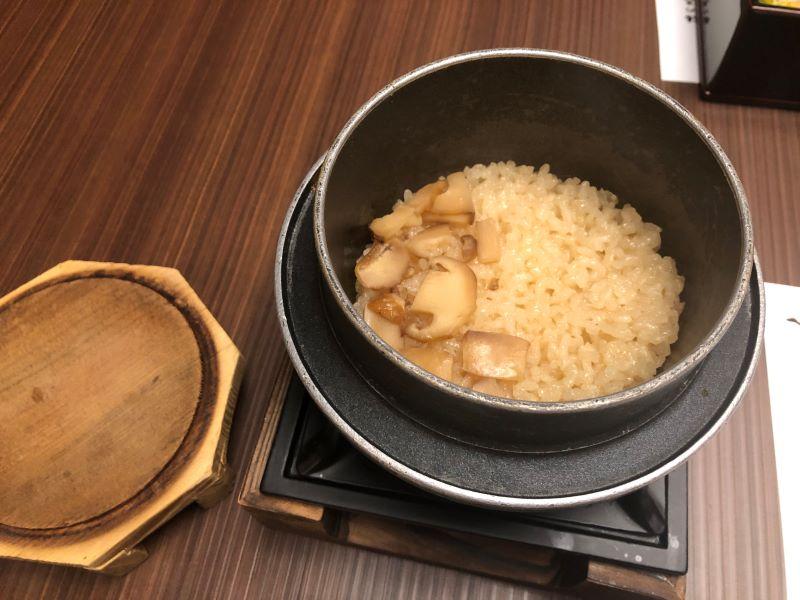 ホテル天坊のお食事「松茸釜飯」