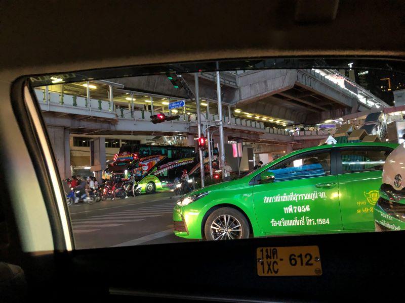 タクシーの中から見たタイの様子