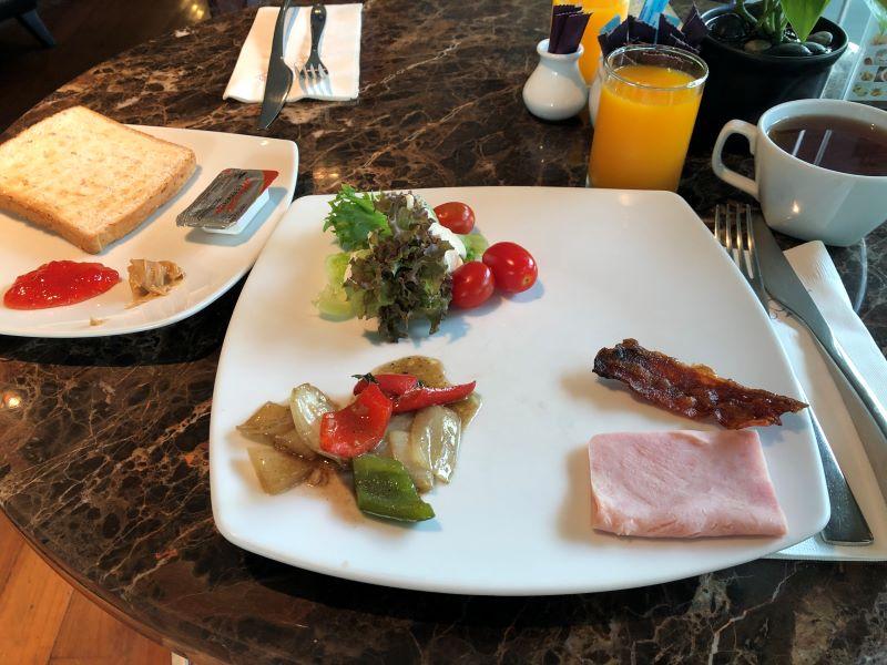 本場タイホテルの朝食バイキング