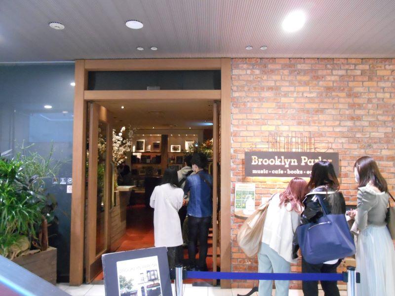 ブルックリンパーラー新宿店の入口