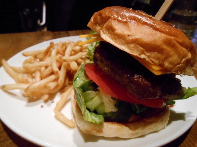 ハンバーガー+チリビーンズ+チェダーチーズ