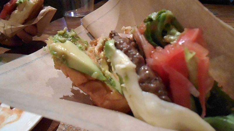 ハンバーガー+アボカド+モッツァレラチーズ