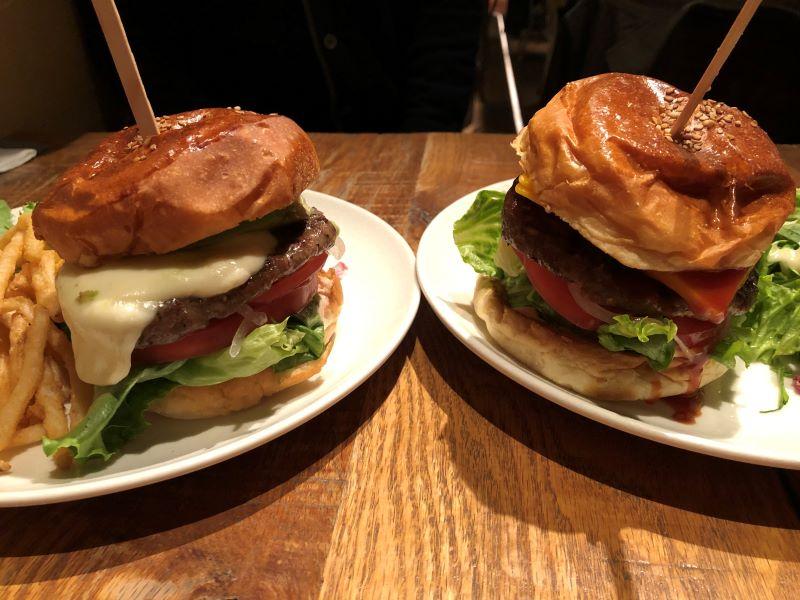 ブルックリンパーラーのハンバーガー
